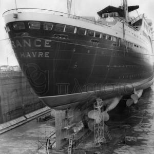 Delius - Le paquebot France dans le chantier naval de Saint Nazaire, 1961